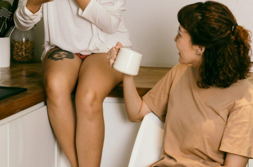 Des femmes avec les jambes rasées