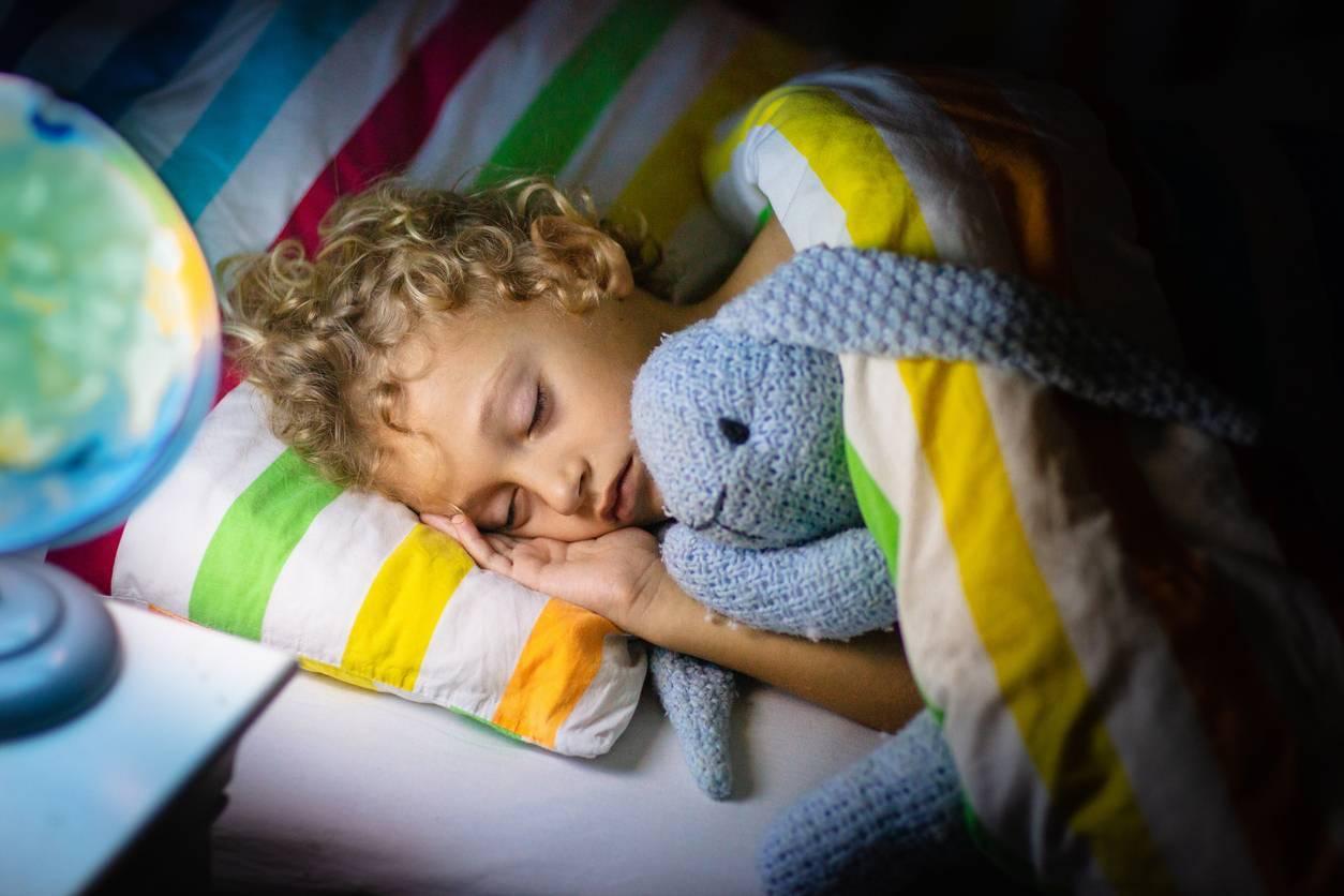 enfant qui refuse de dormir seul dans son lit solutions
